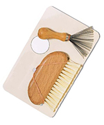 Comb and brush cleaning set